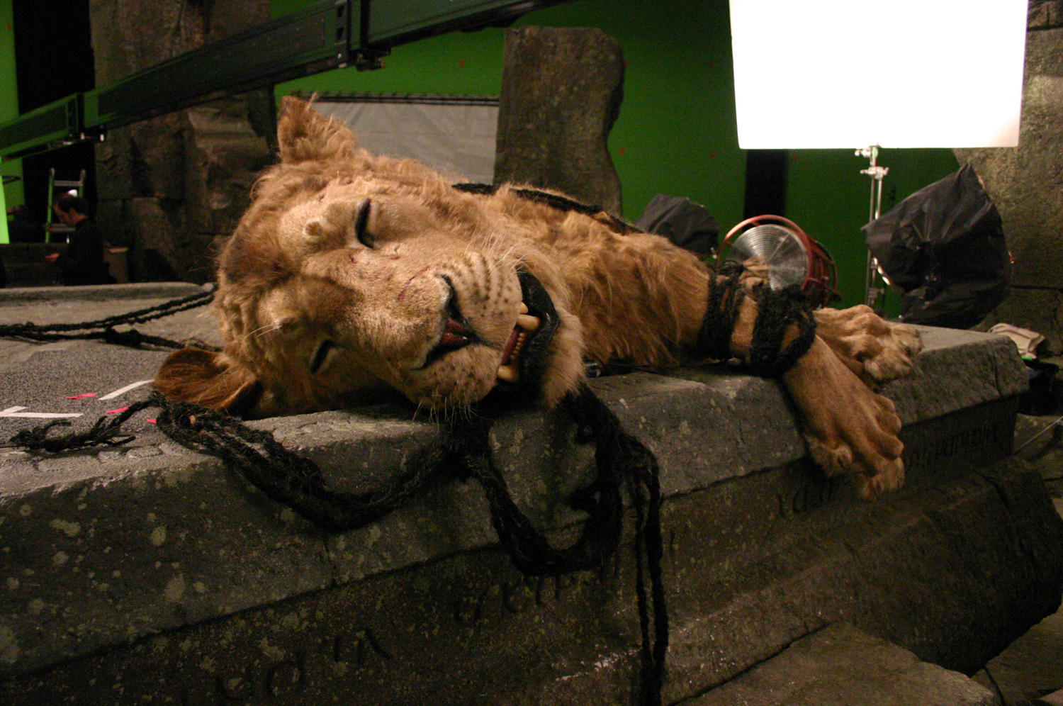 Top The Movie Narnia and Aslan Stone Table 1500 x 996 · 567 kB · jpeg