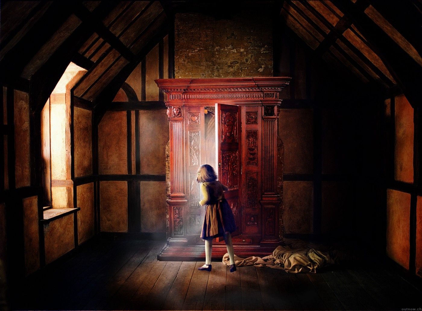 Lucy enters the Wardrobe NarniaWeb